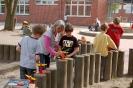 Wiegen auf dem Schulhof